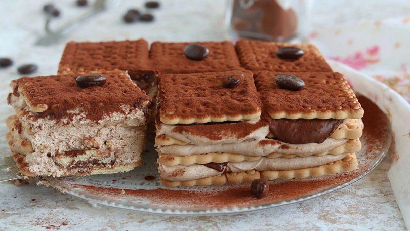 Gâteau de biscuits crémeux au café et au Nutella