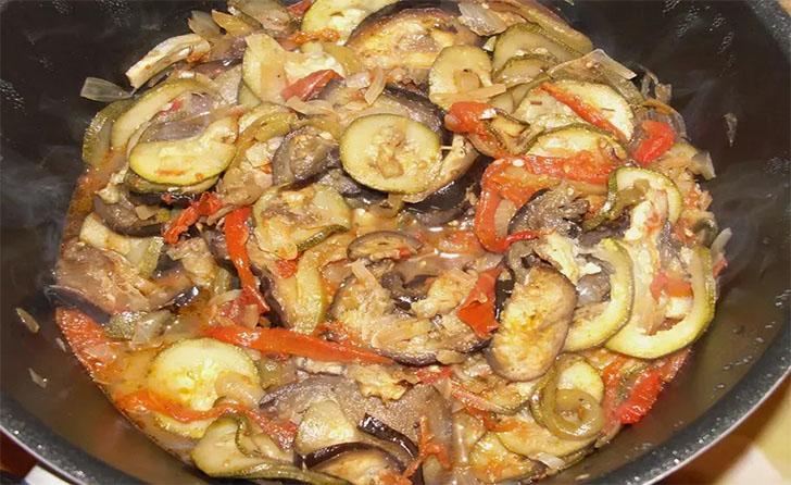 Ratatouille traditionnelle classique de la cuisine française