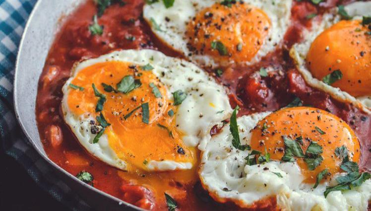 Recette oeufs au plat à la sauce tomate et chorizo