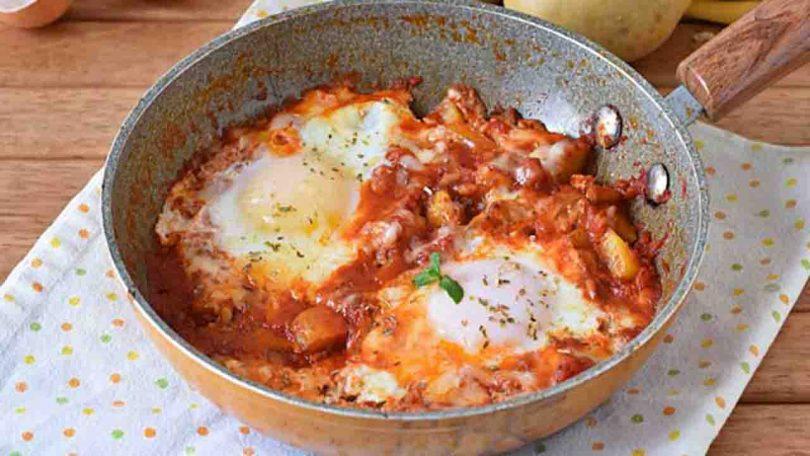 Œufs à la paysanne aux pommes de terre et tomates